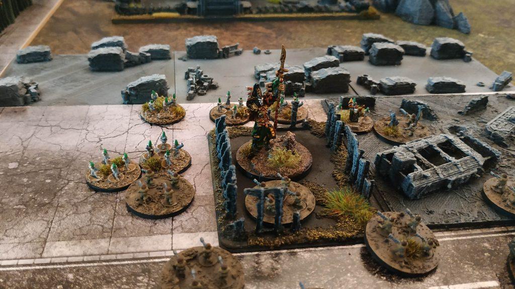 Eldar Avatar apoyando el asalto de una Guardian Warhost.